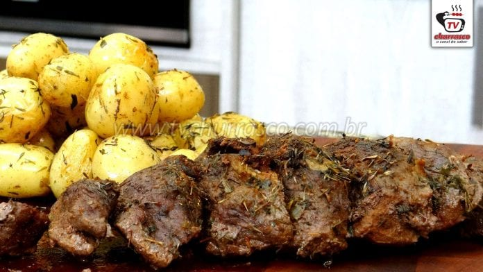 Como Fazer Churrasco de Forno - Maminha Assada com Batatas