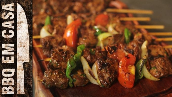 Receita de Espetinho de Carne Marinado (Beef Kebab) - BBQ em Casa