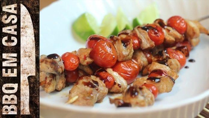 Espetinho de Pernil com Tomate Cereja (Pork Kebab) - BBQ em Casa