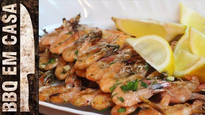 Receita de Espetinho de Camarão (Shrimp Kebabs) - BBQ em Casa
