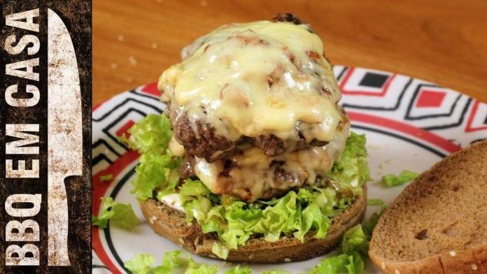 Receita de Hambúrguer Duplo - BBQ em Casa
