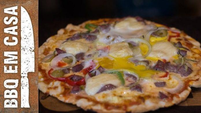 Receita de Pizza Carnívora (Forno Mini Peppe) - BBQ em Casa