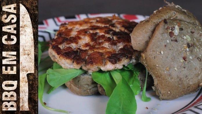 Receita de Hambúrguer de Salmão (Salmon Burger) - BBQ em Casa