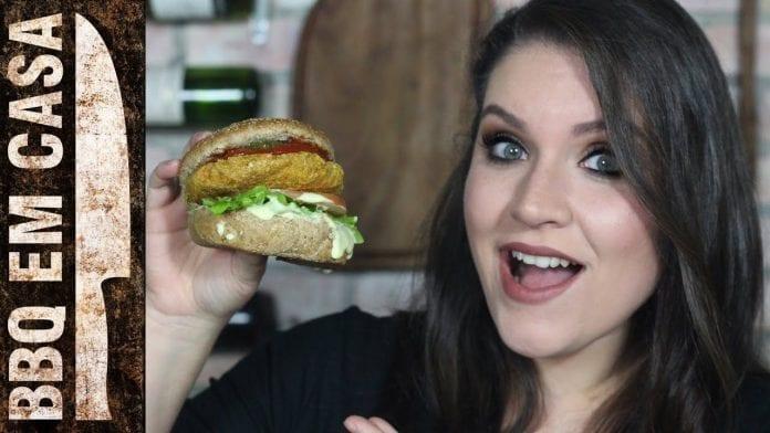 Receita de Hambúrguer Vegetariano Feat. Carol Conquista - BBQ em Casa