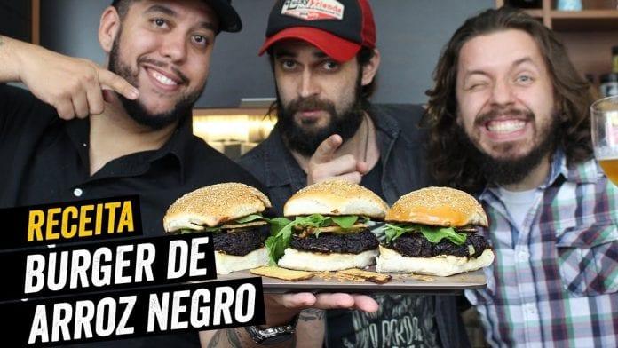 Burger Vegano de Arroz Negro Feat. O Bardo e o Banjo - BBQ em Casa