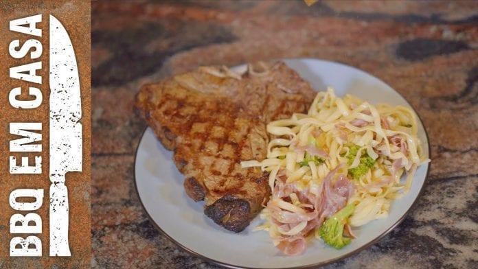 Receita de T-Bone (Acompanhado de Massa com Brócolis, Tomate Cereja e Presunto de Parma) - BBQ em Casa