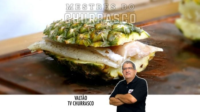 Merluza no Abacaxi com Batatas e Doce de Abacaxi na Churrasqueira - Tv Churrasco - Mestres do Churrasco-Site